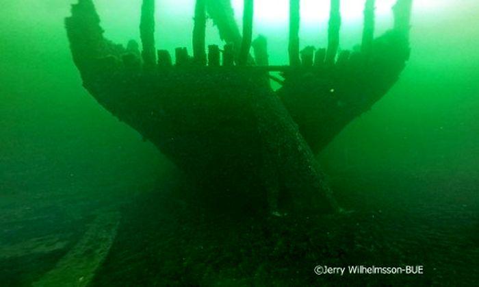 На балтике нашли затонувший корабль с сотнями непочатых буты.